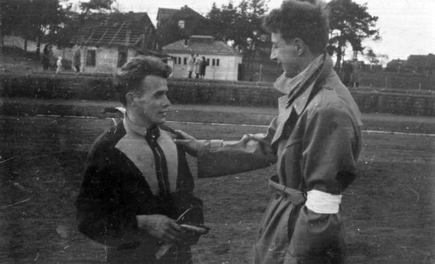 Franciszek Krakowiak (z lewej) na stadionie Granatu w Skarżysku