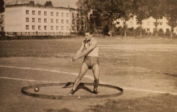 Kazimierz Kunat na stadionie w Ostrowcu